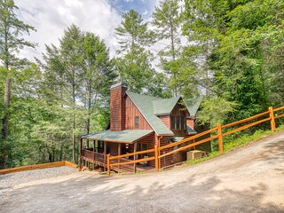 Ceekside Bliss- creek front, hot tub, game room, fire pit; August 16-21 open!