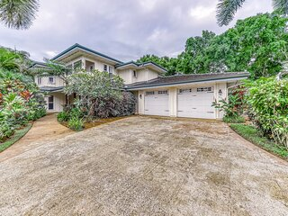 Beautiful family home w/great room & lanai - walk to Anini Beach!