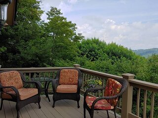 3 bed 2 bath home with an amazing view on Appalachian Ski Mountain!