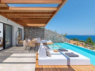 Villa Vittoria - Breathtaking sea views, private heated pool, close to the beach