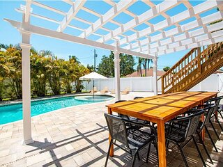 Poolside Palms with Private Pool & Game Room - 7 Minutes to Beach