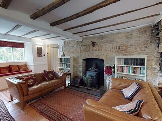 Beautiful Canal side cottage near Oxford sleeps 10