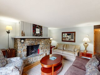 Revamped condo at base of Sugar Mountain w/covered balcony and stone fireplace