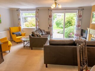 Avondale Bungalow - Family-friendly Holiday Cottage situated in Staveley, with a