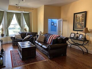 3BR/2.5BA 2 blocks from US Capitol ground