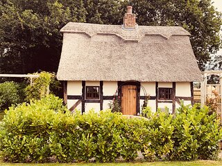 Hawthorn Cottage - English Thatched Cottage from C17th Century
