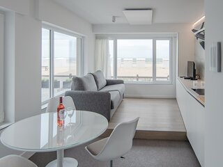 State-of-the-art studio with frontal sea views in Koksijde!