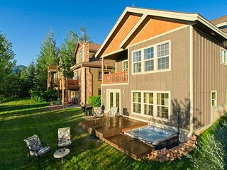 Family-Friendly Gem w/ Private Hot Tub - Central Bear Hollow Village Location