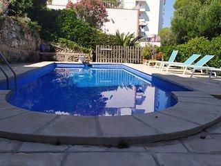 Apartamento Can Pons, con piscina, a 50m de la playa