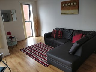 Spacious 2 Bed 2 Bathroom Central Apartment with Free Parking