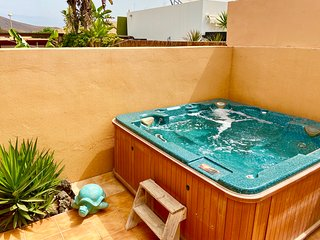 Delightful detached holiday villa with pool & hot tub
