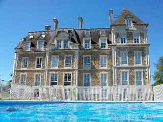 CHATEAU CARRESES APARTAMENT