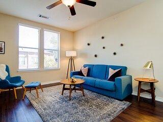 Loft Style 1.5 Bedroom Walk 2 Downtown! Sleeps 6!