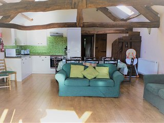 Vale Oak - Vale Oak sleeps 9 with shared indoor swimming pool and hot tub