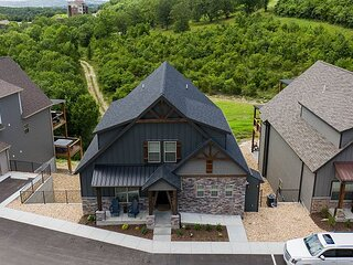 Stunning and Roomy Lodge with Unbelievable Views of the Lake and the Ozarks!