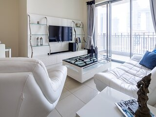 Stunning 1BR Apartment in Downtown with Burj Khalifa View