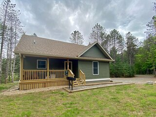 Hot Tub, Fireplace, A/C, Dog-Friendly, Game Rm, 1.9 miles to Whiteface: BBC