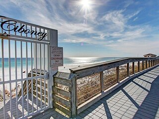 Cozy condo with beach access, shared pool & tennis courts - near everything!