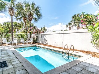 Entire private home w/ private heated plunge pool, grill, outdoor dining & more!