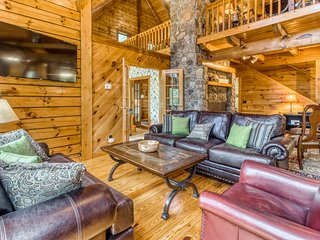 New listing! Gorgeous lodging in the woods w/ private hot tub & wraparound deck!