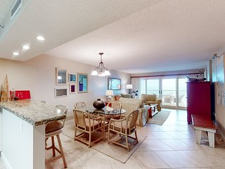 New listing! 5th-floor beachfront condo w/great gulf view & shared pools/tennis!