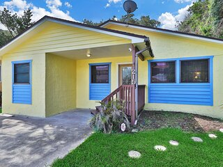 Family-friendly home w/ free WiFi & huge back deck close to the beach & fishing!