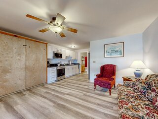 New listing! Open, beachy condo right in town, walk to the beach!