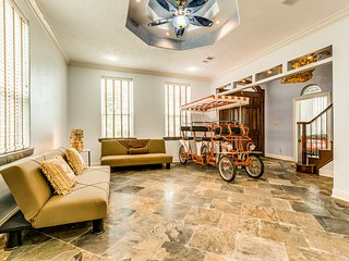 New listing! Beautiful home in the heart of Galveston w/ lots to offer