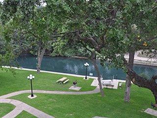 River Run Retreat!! Right on the Comal River!!