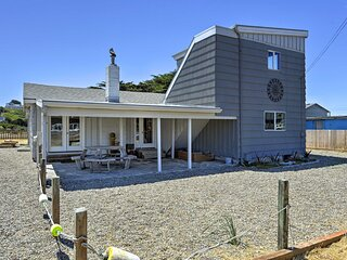 Bandon Home w/ Patio, Steps to South Jetty Park