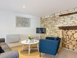 Spacious Cotswold High Street apartment in Burford