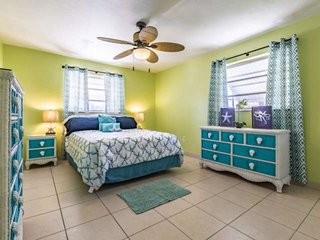 PRIME TIME 2 - Charming Canal Front Duplex, Quick Trip To South Pine Channel And