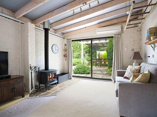 Little Haven Leura Cottage with Spa Bath and Log Fire
