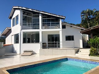 Casa nova de alto padrao com vista para o mar, wifi, piscina
