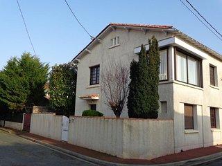 FOURAS - proche rue piétonne