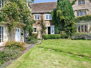 16th Century, Cotswold Stone Cottage in Burford, Oxfordshire