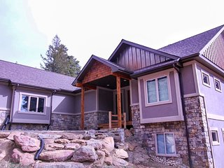 Stunning Family Homestead with Views of Castle Mountain #3510