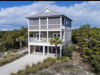 Gulf views, steps to pool, fire pit, pet friendly, beach gear included!