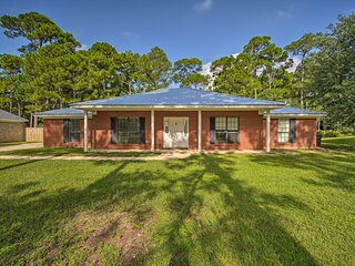 NEW! Updated Gulf Home w/ Yard - Walk to Beach!