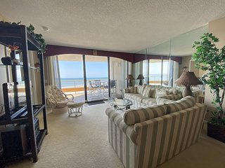 Highrise with BEAUTIFUL views of the Beach!