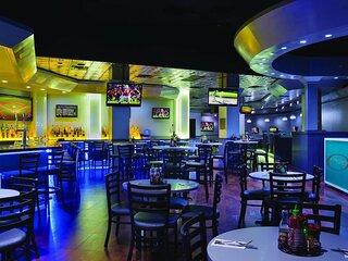 7 night stay at the Ocean front  Marriott's Aruba Ocean Club