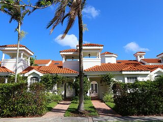 Villas Del Mar in Olde Naples 447