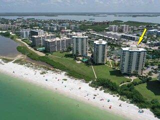 Gorgeous Beachfront Studio Condo! Open Balcony Overlooking the Gulf! Beach Gear