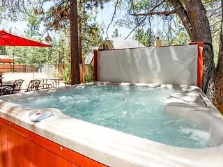 Mountain Adventure Ultra Packed Log Cabin / Hot Tub / Pool Table / Foosball