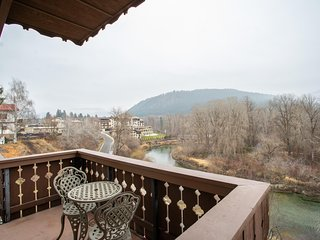 Amazing 2 BR/2.5 BA Condo with Mountain & River Views from Balconies – in Town!