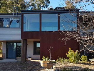 Altitude1050 - warm modern cottage Mt Victoria