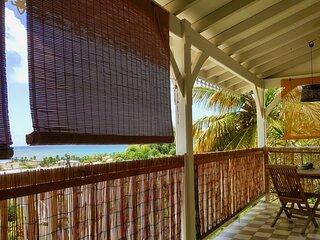 Studio vue mer et piscine dans belle villa creole à 5 mn de la Pointe Faula