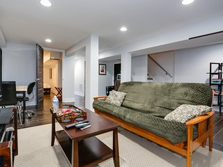 Modern Suite in Petworth, Washington DC *FREE off-street parking, walk to Metro*