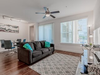 Brand New 2Bd/2Bt apartment uptown with parking