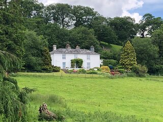 Frondderw Country House - over looking lake Bala